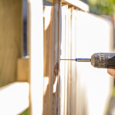 How to Determine Posts Needed to Build a Fence