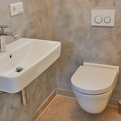 Guests WC with toilet and sink
