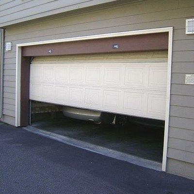 Vinyl Garage Doors Vs. Steel