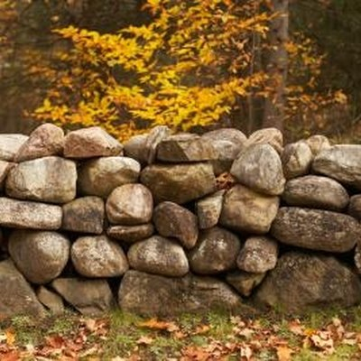 How to Install Retaining Walls With Natural Stone