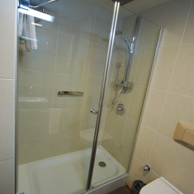 Shower Door Removal and Repair Tips