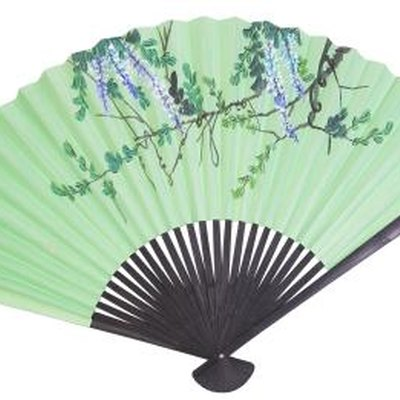 How to Display a Chinese Silk Fan With a Stand