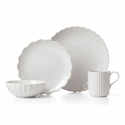 French Perle Scallop 4-Piece Place Setting