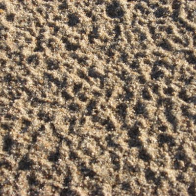 How to Dry Out Sand for Sandblasting