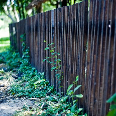 How to Use a Garden Sprayer for Fence Stain