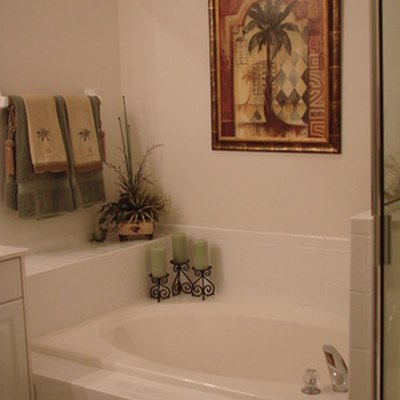 How to Remove and Replace a Bathtub Liner