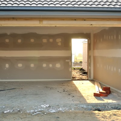 The Average Cost Per Square Foot of a Concrete Garage Floor