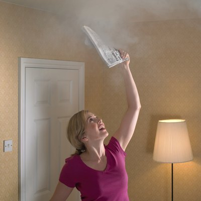 How to Clear a Smoke Smell From a Room Fast