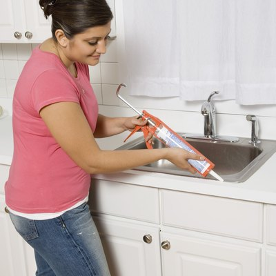 How to Remove & Replace Caulk