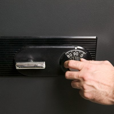 Hand opening safe