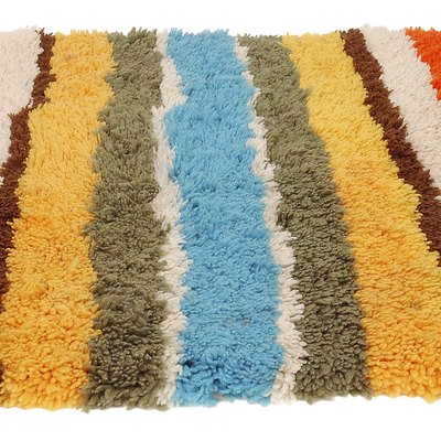 How to Get a Wrinkle Bump Out of an Accent Rug