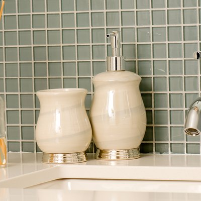 Bathroom faucet and countertop