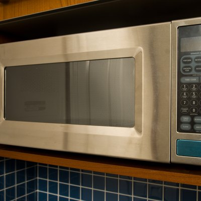 What Does Auto Defrost on a Microwave Do?