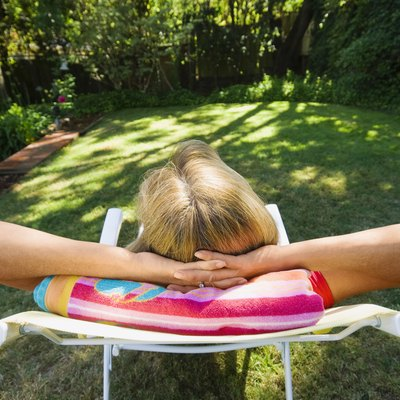 How to Remove Black Mildew Stains From Fabric Lawn Furniture