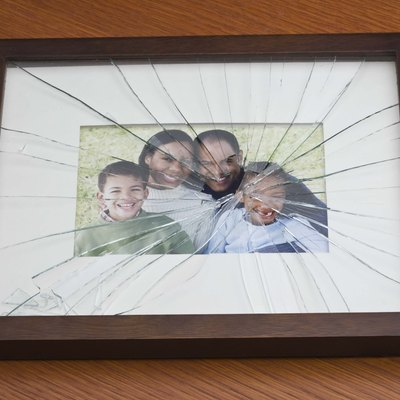 How to Fix a Crack in the Glass on a Picture Frame