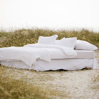 How to Elimate Chemical Odors on a Comforter