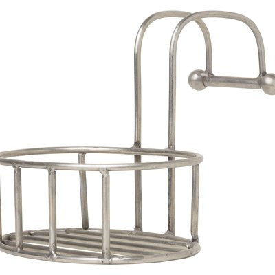 How to Remove Rust From a Stainless Steel Shower Caddie
