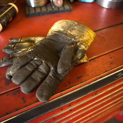 How to Get Rid of Gas Smells From Gloves