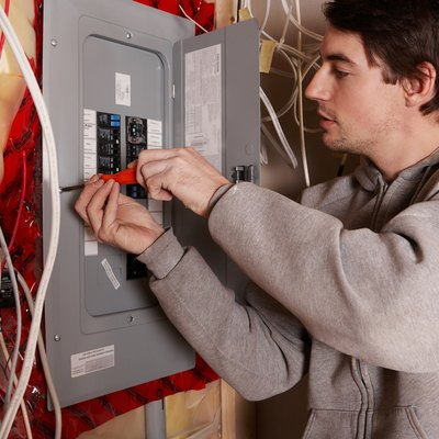 What Circuit Breakers Are Compatible With GE Breaker Boxes?