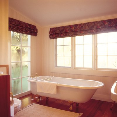 How to Clean a Bathtub to Sparkling White Using Home Remedies