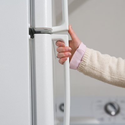 How to Clean Fingerprints Off White Refrigerator Doors