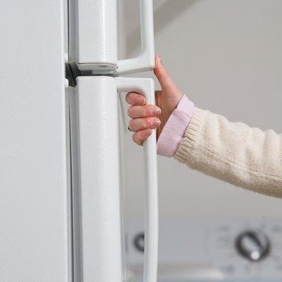 How to Clean Fingerprints Off White Refrigerator Doors