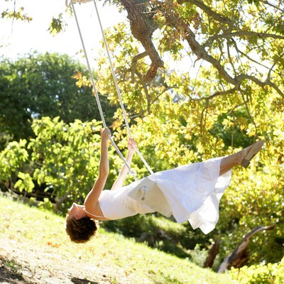 What Kind of Rope Do I Use to Build a Tree Swing?