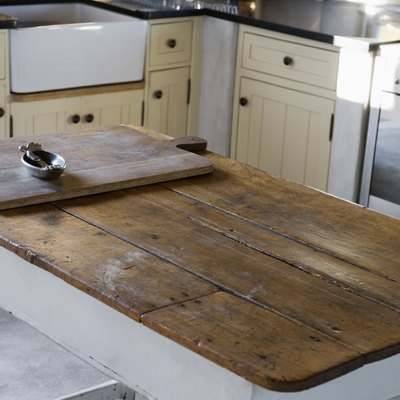 Can You Varnish Over Oiled Wood?