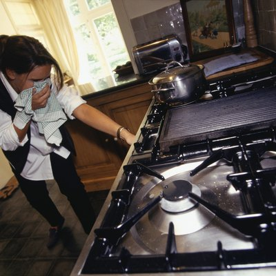 How to Turn the Gas On & Off If the Knob of the Stove Is Stuck