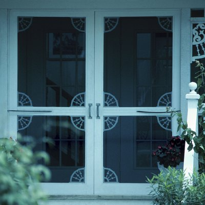 How to Winterize a Screened Porch With Vinyl