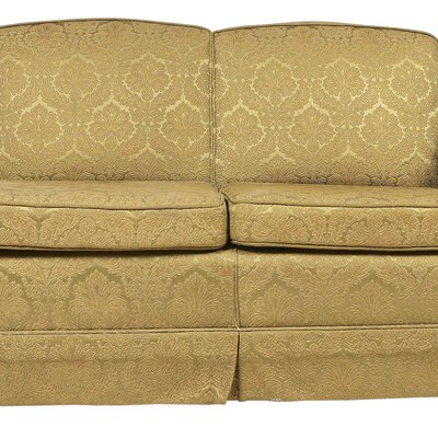How Can You Decorate With a Taupe Sofa?
