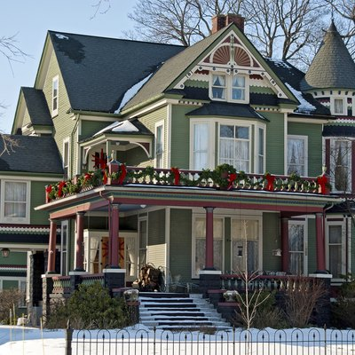 What Is the Difference Between a Queen Anne Style Home and a Victorian?