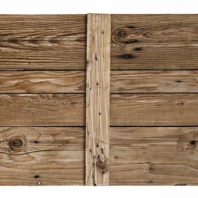 Pine Wood Fence Vs. Cedar Wood Fence