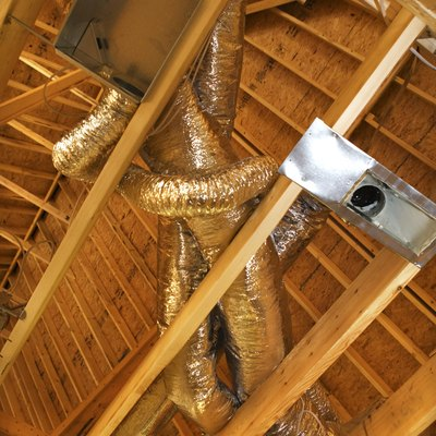 How to Brace Roof Rafters From Sagging