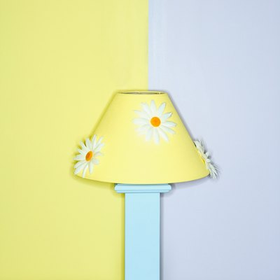 What Kind of Paint to Use to Paint a Lamp Shade?