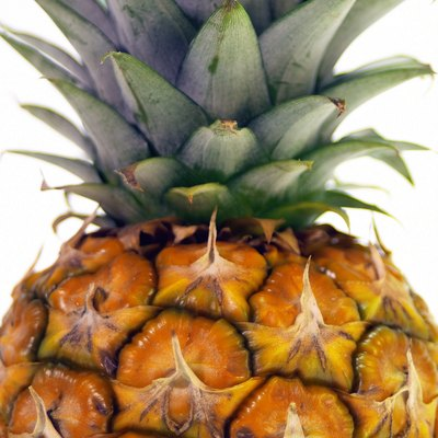 How to Identify a Ripe Pineapple