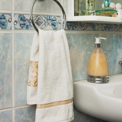 What is the Difference Between a Hand Towel & a Fingertip Towel?
