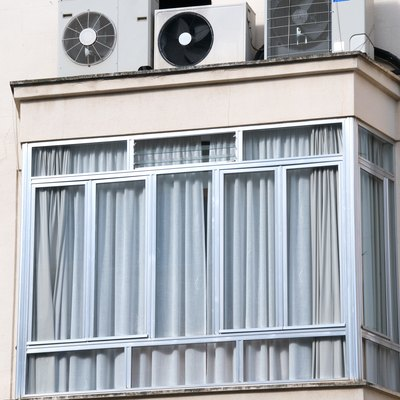 A Crackling Noise Is Coming From the Air Conditioner