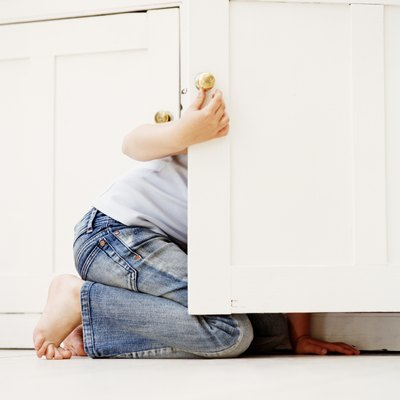 How to Adjust Kitchen Cabinet Door Hinges That Don't Close Completely