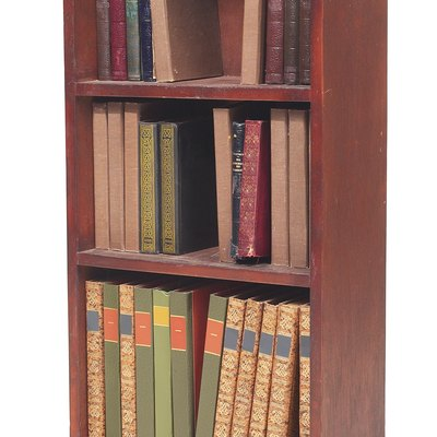 What Kind of Wood to Use for a Bookcase