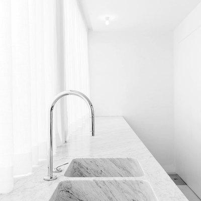 il granito marble double sink white kitchen