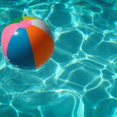 How Does a Low pH Affect Chlorine Levels in a Pool?
