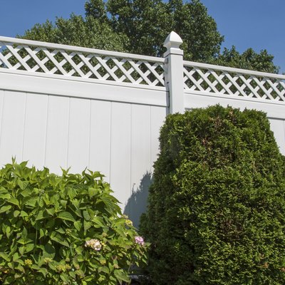 How to Clean a White Vinyl Fence