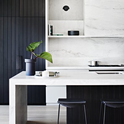 An Aussie Beachside Dwelling Aces the Black and White Trend