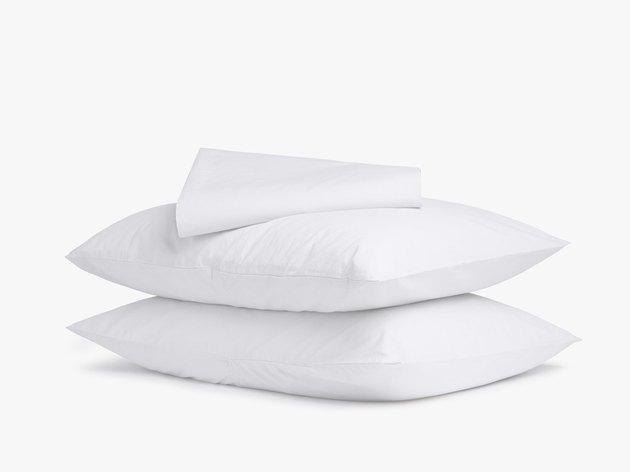 white sheet set with pillowcases