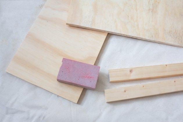 Planches de bois de ponçage
