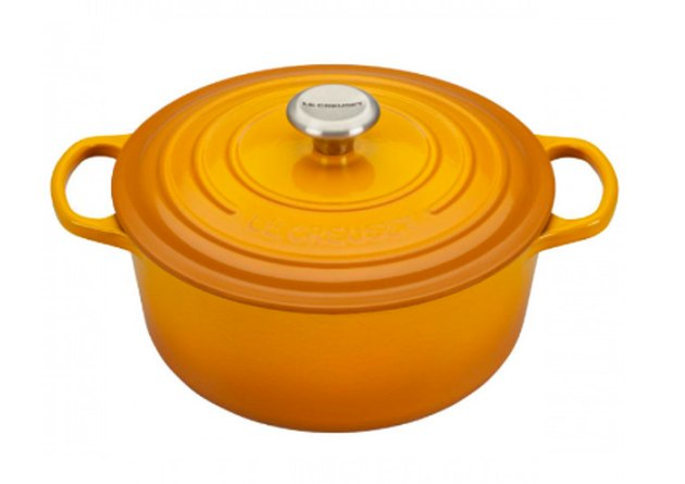 Le Creuset round dutch oven in Nectar
