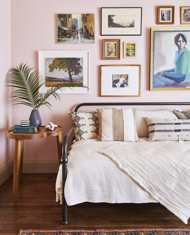 teen bedroom idea for girls gallery wall of framed vintage prints