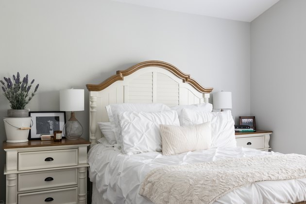 Traditional / shabby chic-style bedroom