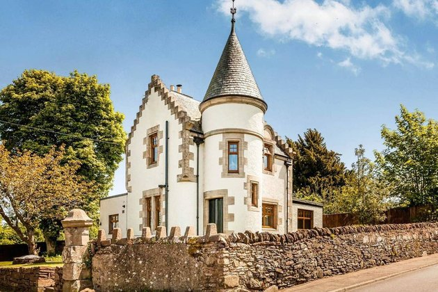 airbnb castle in scotland